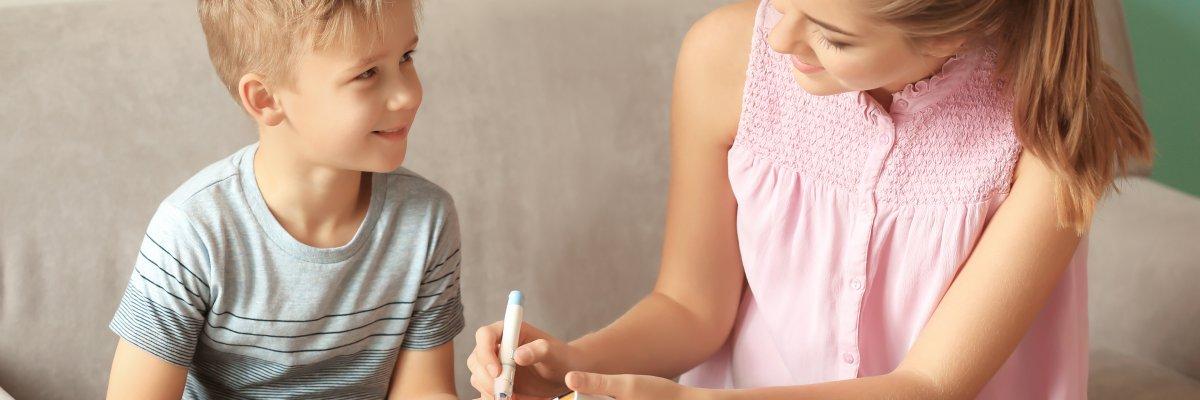 Tanácsok az 1-es típusú diabétesszel frissen diagnosztizált gyermekeknek és szüleiknek
